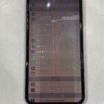 【iPhoneXR】落としてしまい画面が茶色に変色してしまった..。スマップル熊本店が即日修理!!