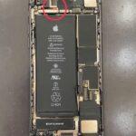 "iPhoneが水没しているか見分ける方法!? 心当たりのない故障は""水没サイン""の可能性・・・"